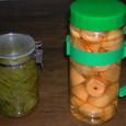 柿のシロップ漬けと青トマトのピクルス